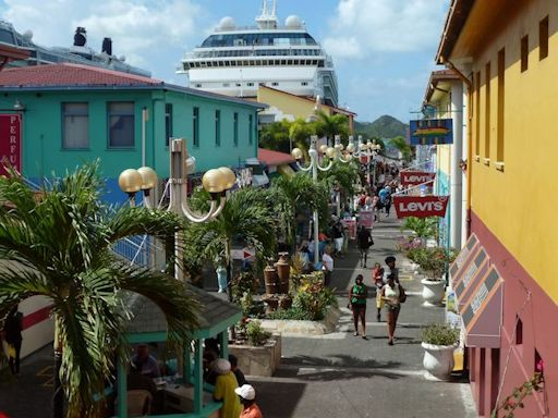 Antigua StJohns ShoppingStreet 01